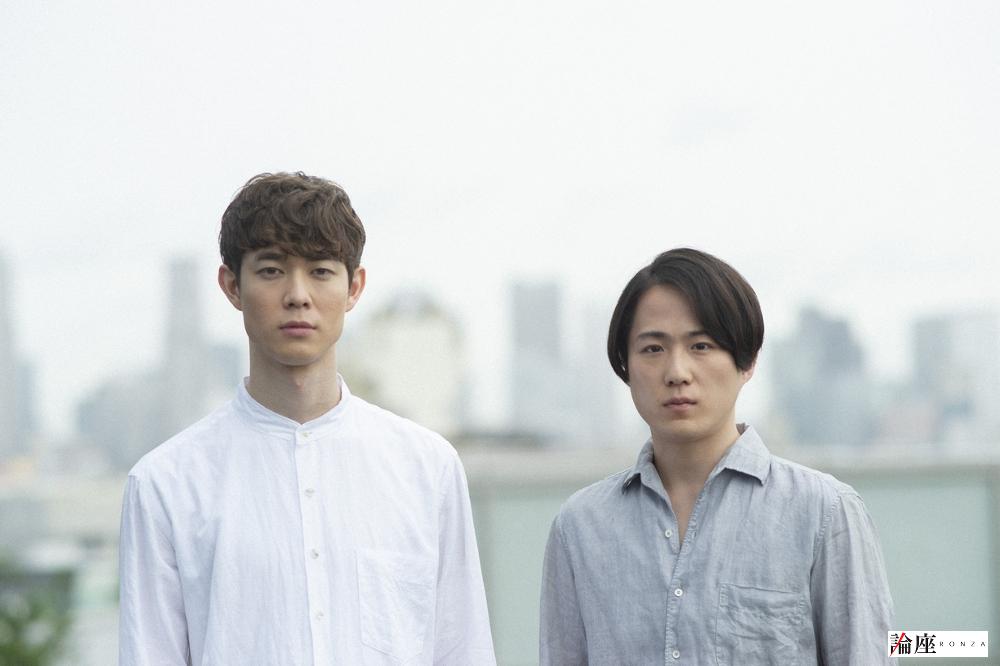 写真・図版 : 宮沢氷魚(左)と大鶴佐助