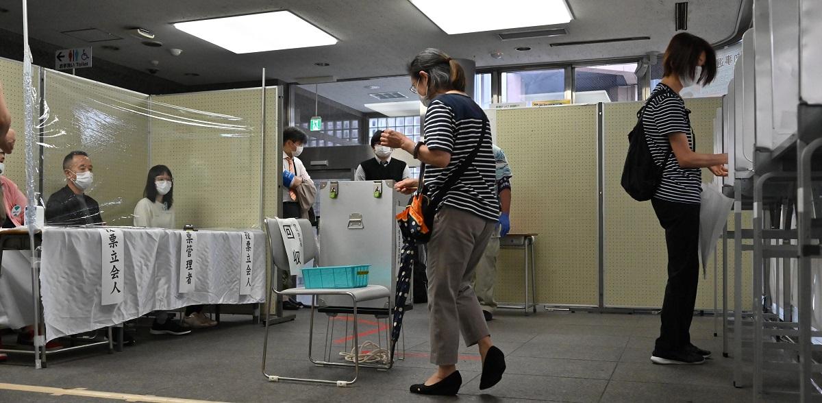 東京都知事選の投票率は55%で、前回(2016年)より約4.7ポイント下回った