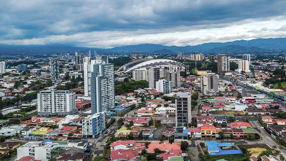 写真・図版 : コスタリカの首都サンホセの街並み