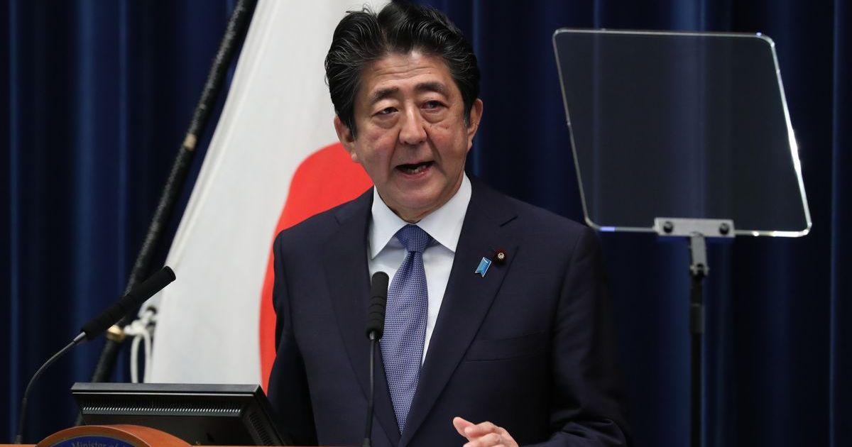 写真・図版 : 安倍晋三首相の今年6月の記者会見。「安全保障戦略の新たな方向性を打ち出す」と表明した=首相官邸。朝日新聞社