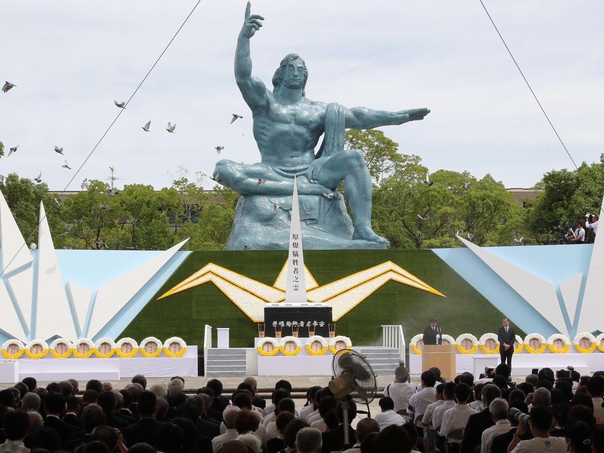 写真・図版 : 昨年8月9日、長崎市での平和祈念式典=朝日新聞社
