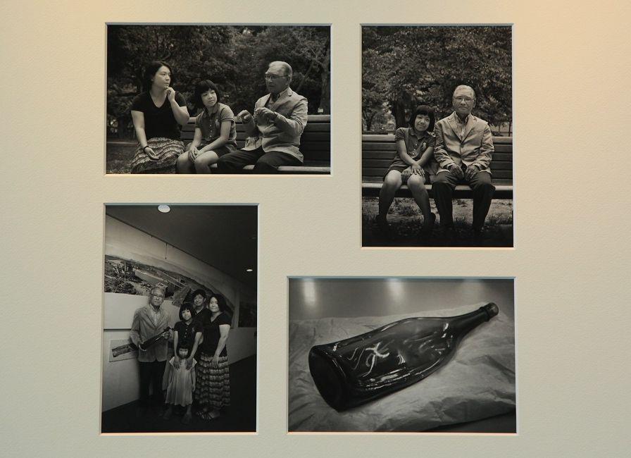 写真・図版 : カメラマン堂畝紘子さんの写真。写真展「生きて、繋いで ―被爆三世の家族写真―」から。被爆者やその孫世代も収まっている