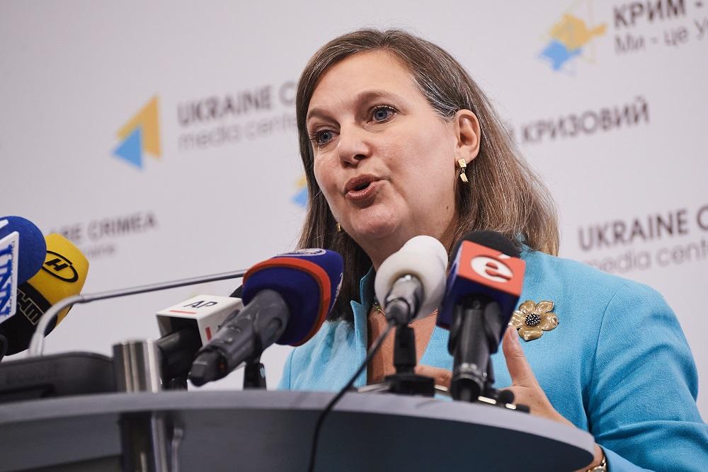 写真・図版 : ウクライナを訪問したビクトリア・ヌーランド米国務省国務次官補=2015年7月16日