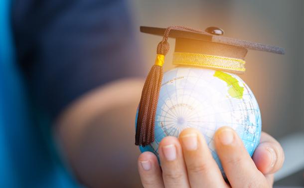 米国では大学教員が大量解雇、新型コロナが加速する大学再編