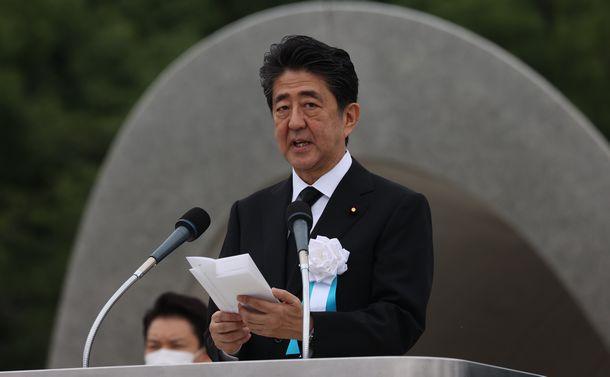 写真・図版 : 広島市で開かれた平和記念式典であいさつする安倍晋三首相=2020年8月6日、広島市中区