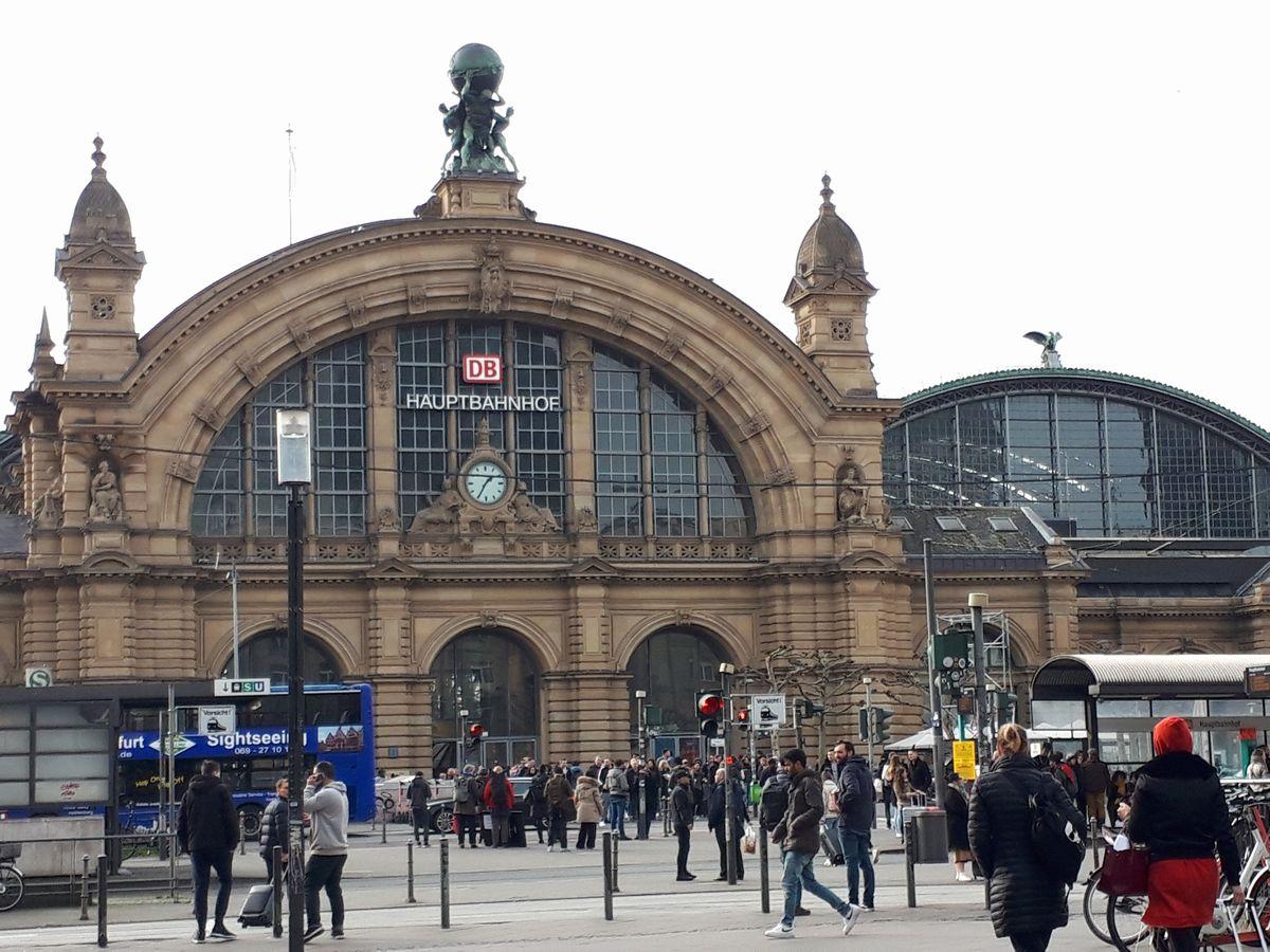 写真・図版 : フランクフルト中央駅