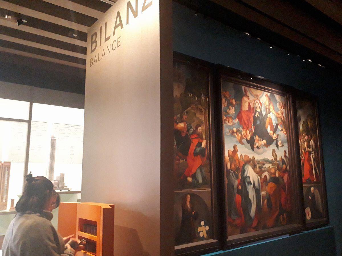 写真・図版 : フランクフルト歴史博物館の「マネーの街・BALANCE(貸借)」の展示