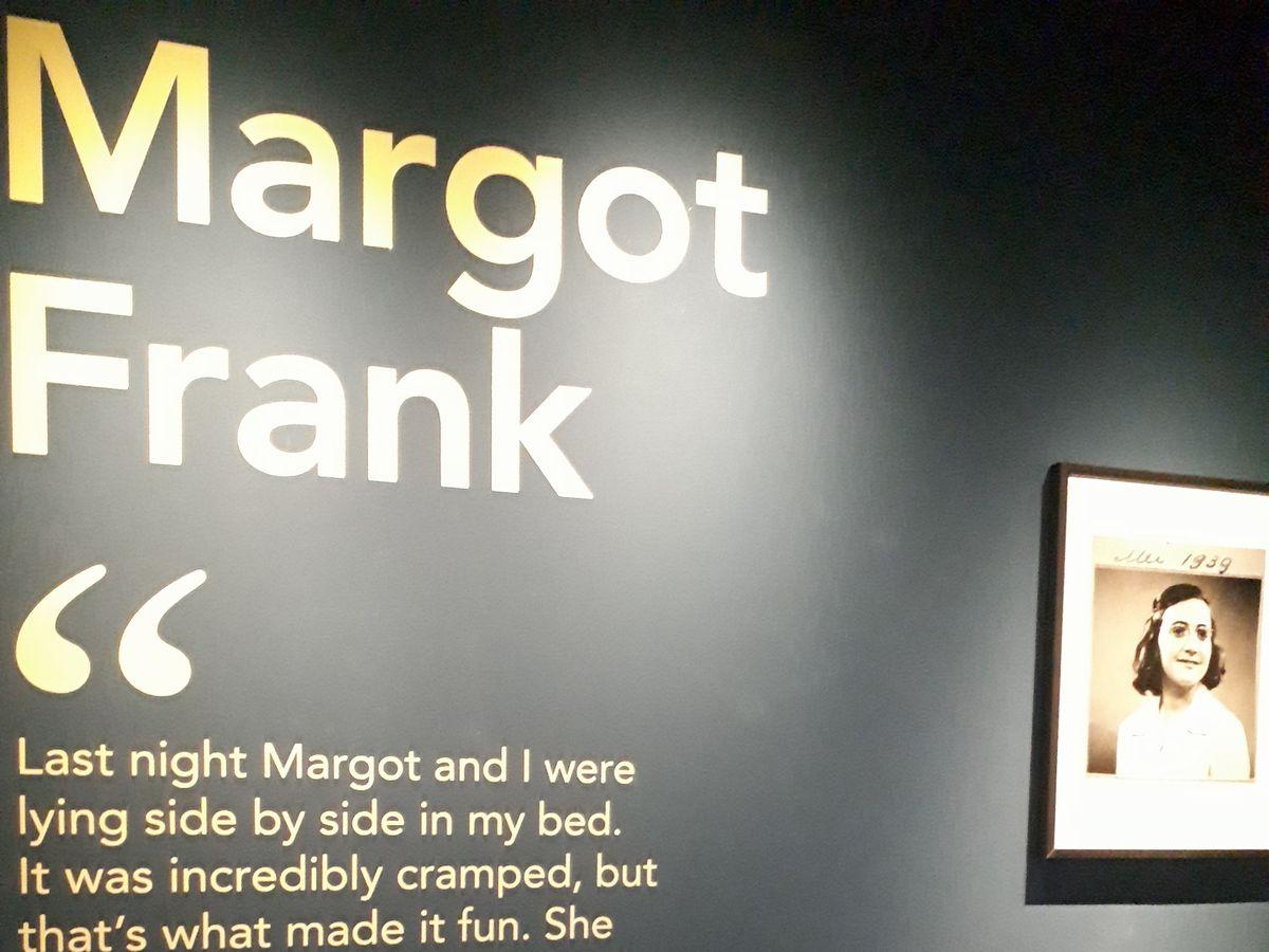 写真・図版 : アンネ・フランクの姉マルゴットについてのフランクフルト歴史博物館の展示