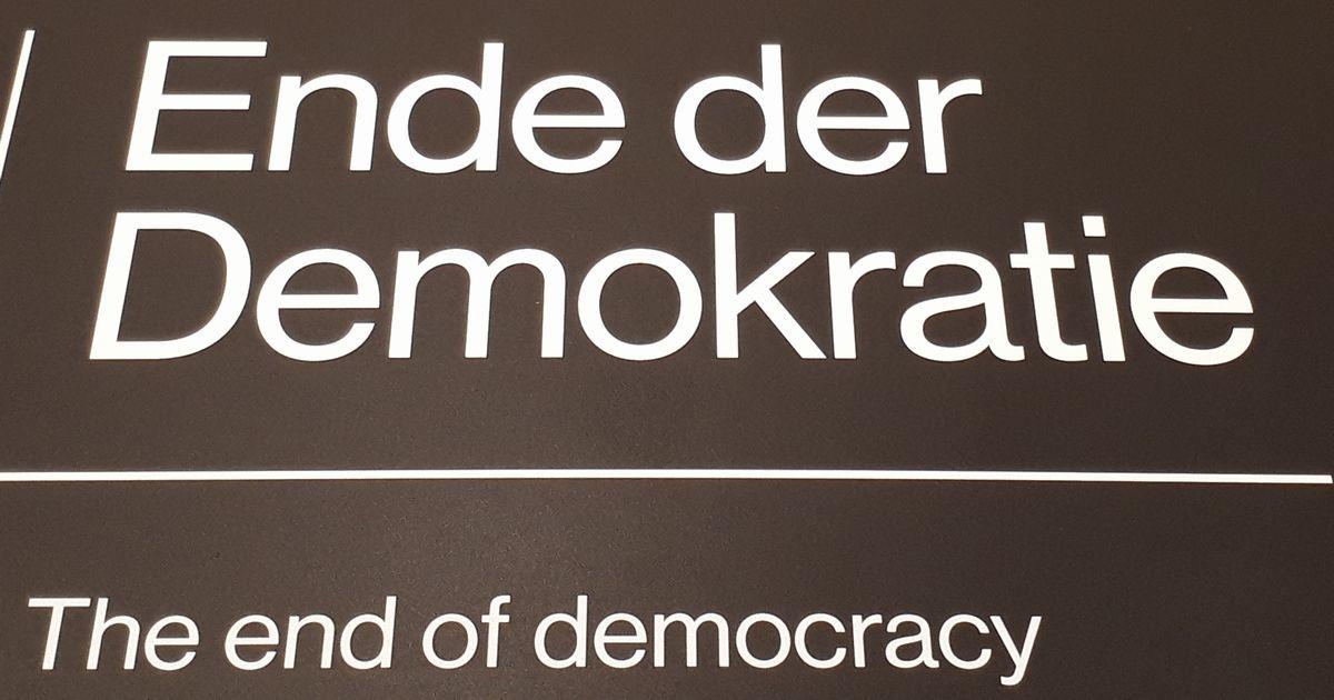写真・図版 : 史料館「ワイマールの家」の展示より「民主主義の終わり」=2月、ドイツ・ワイマール。藤田撮影