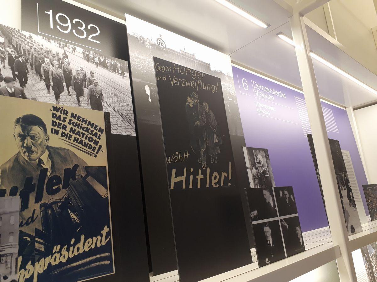 写真・図版 : 1932年のナチスの躍進に関する展示。その先には今の民主主義について考えるコーナーがある