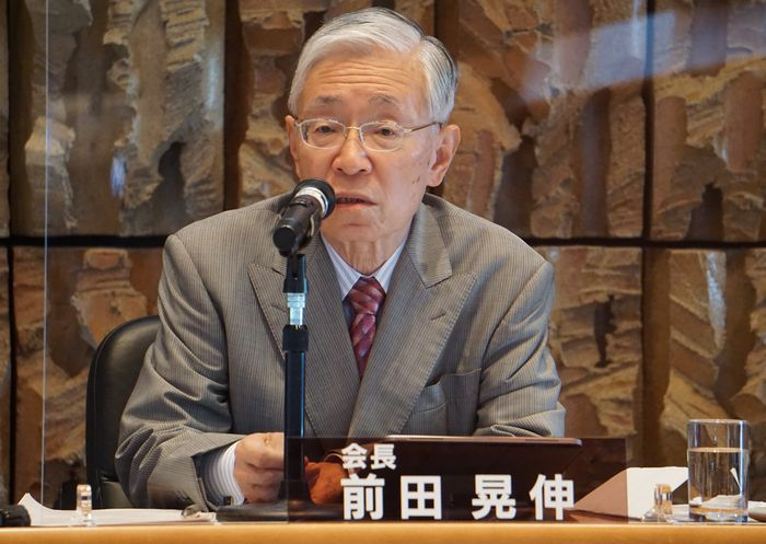 写真・図版 : 中期経営計画案を説明する前田晃伸NHK会長=2020年8月4日、東京都渋谷区