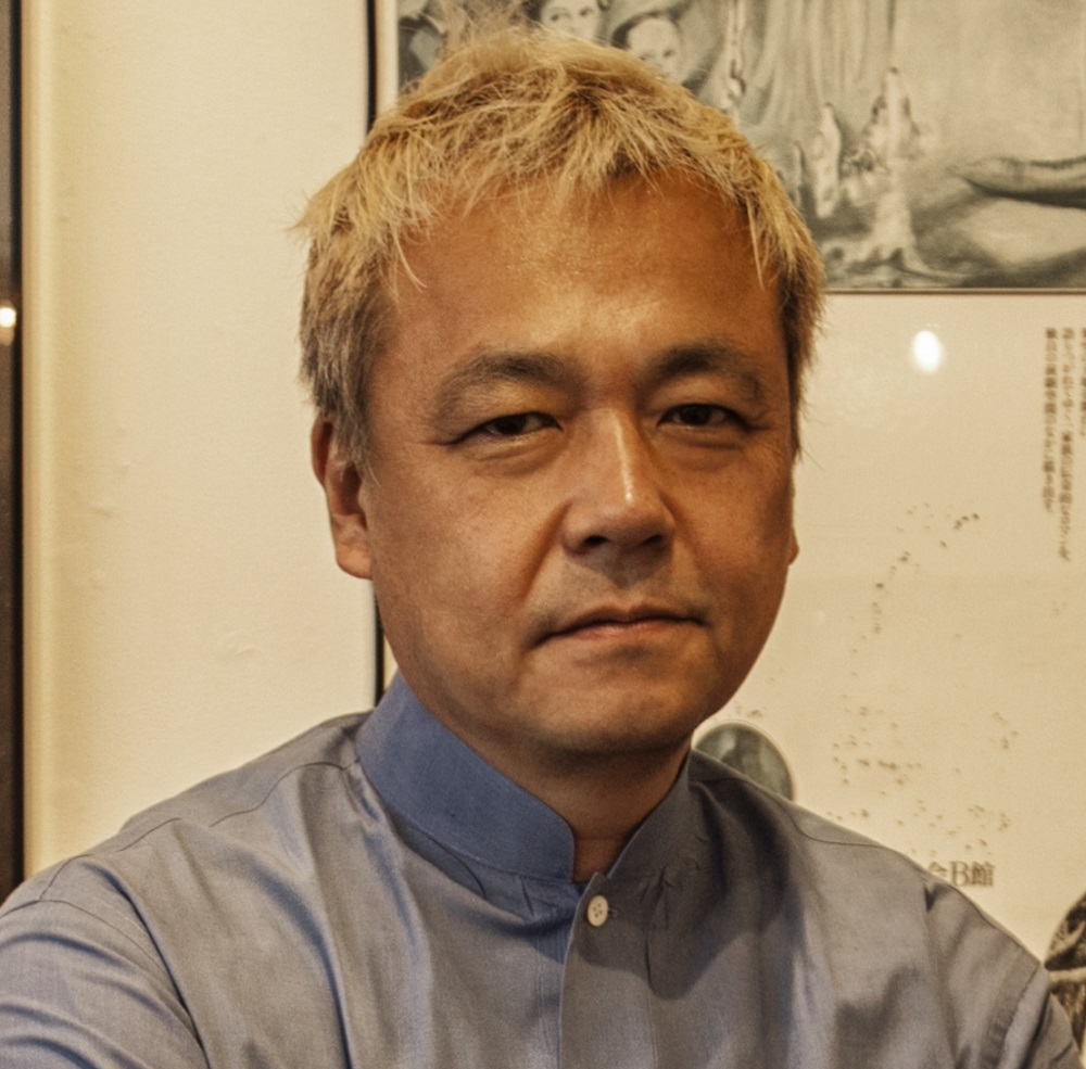 写真・図版 : 笹目浩之さん。1963年生まれ。寺山修司の著作権管理者、三沢市寺山修司記念館(青森県)の副館長も務める