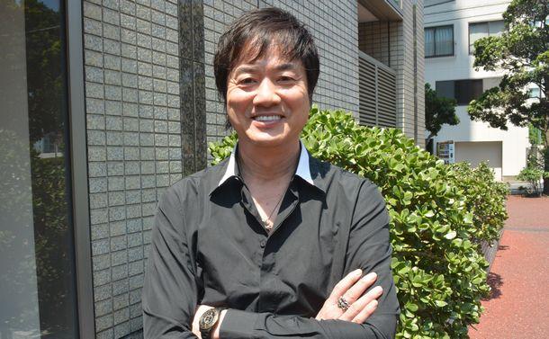 写真・図版 : インタビューで家族や薬物依存症のことを語った高知東生さん=田中聡子撮影