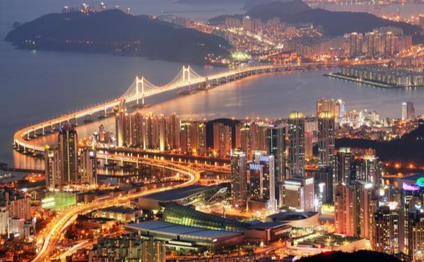 高層ビルが並ぶ釜山のビーチで思ったこと
