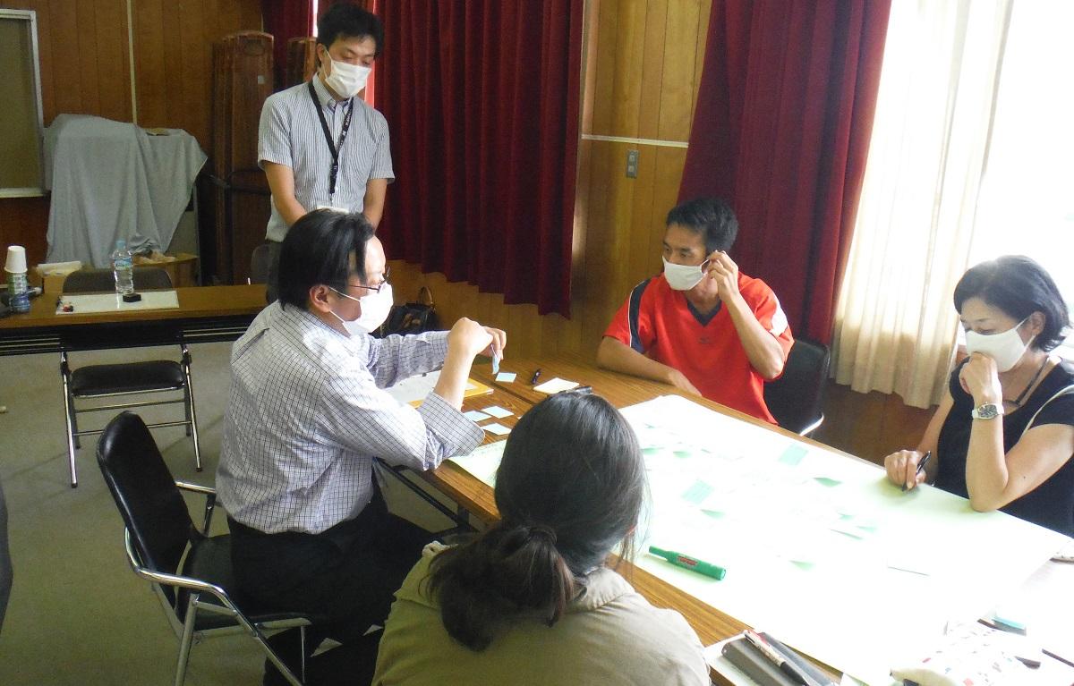 写真・図版 : 兵庫県内の中学校で開かれた「不安ぜんぶ棚卸しワークショップ」=筆者提供