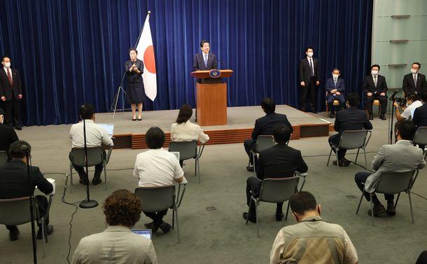 写真・図版 : 記者会見に臨む安倍晋三首相=2020年8月28日午後5時5分、首相官邸