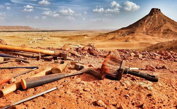 写真・図版 : 新しいスピノサウルス化石が見つかったモロッコ東部の発掘現場風景=Diego Mattarelli撮影、国際研究チーム提供