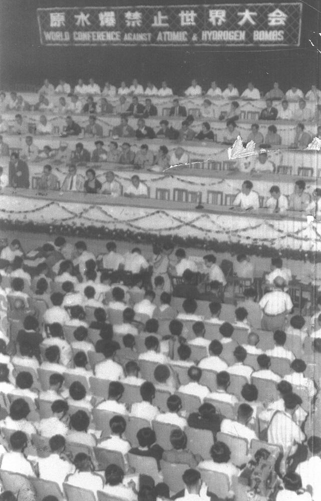写真・図版 : 広島市で開かれた第1回原水爆禁止世界大会=1955年8月6日