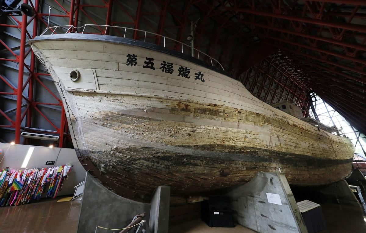 写真・図版 : 保存されている第五福竜丸の船体=2017年7月13日、東京都江東区