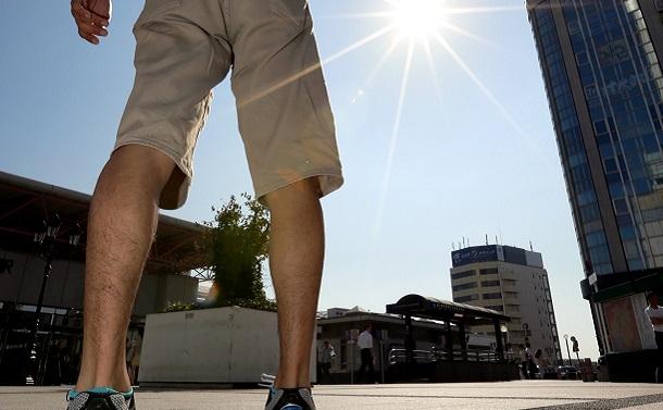 日傘と半ズボンは熱中症から男性を守る
