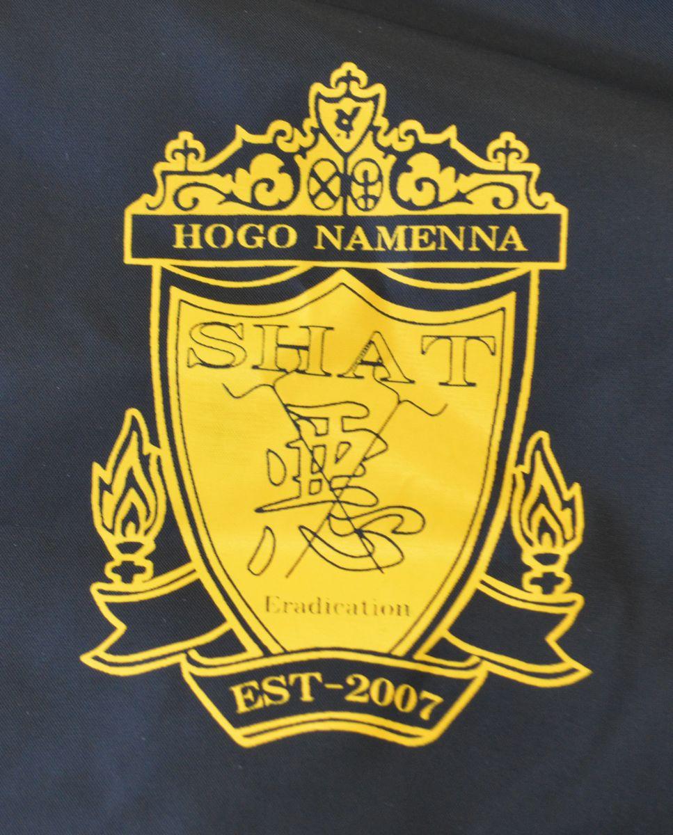 神奈川県小田原市の生活保護担当職員が着ていたジャンパーのエンブレム。「HOGO NAMENNA(保護なめんな)」とプリントされていた=2017年1月撮影