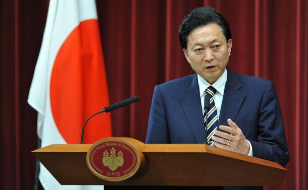 写真・図版 : 鳩山由紀夫首相=2010年5月28日、首相官邸