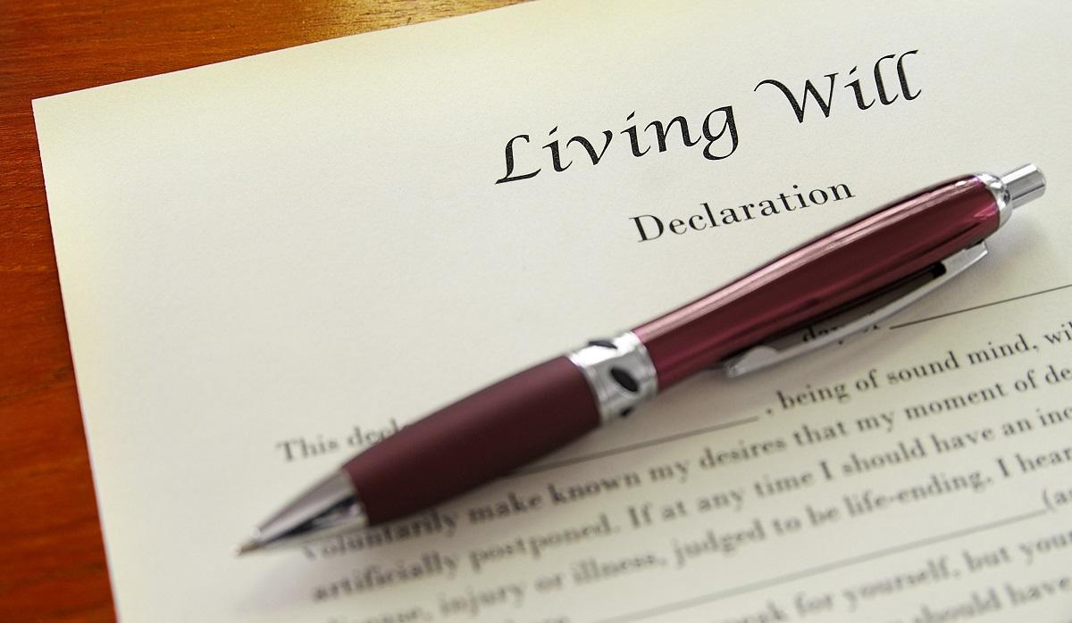 写真・図版 : 人生の最期をどうして欲しいのかを「リビングウィル(living will)」に書き残す意味とは zimmytws/Shutterstock.comzimmytws/Shutterstock.com