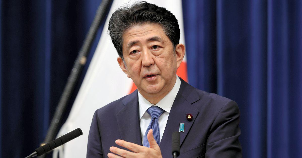 写真・図版 : 辞任表明の記者会見で質問に答える安倍晋三首相=2020年8月28日午後5時53分、首相官邸