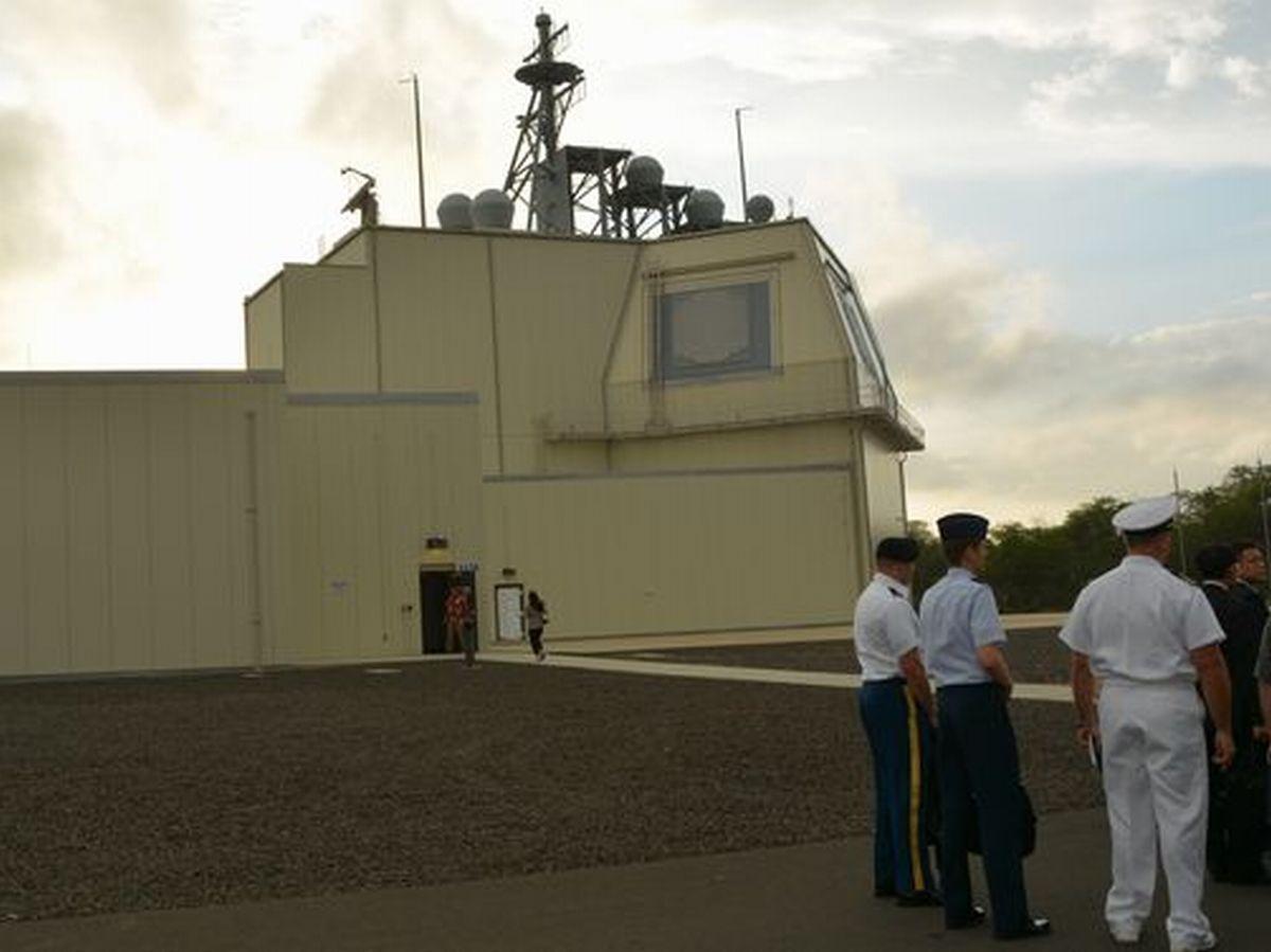 写真・図版 : 米ハワイ州カウアイ島にある米軍のイージス・アショア実験施設=2018年1月。朝日新聞社