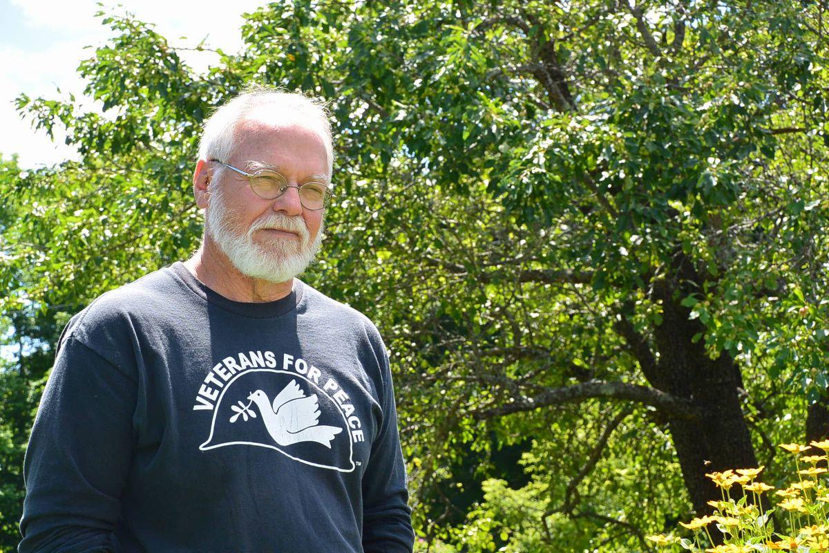 写真・図版 : ダグ・ローリングスさん=2015年7月22日、米国・メーン州