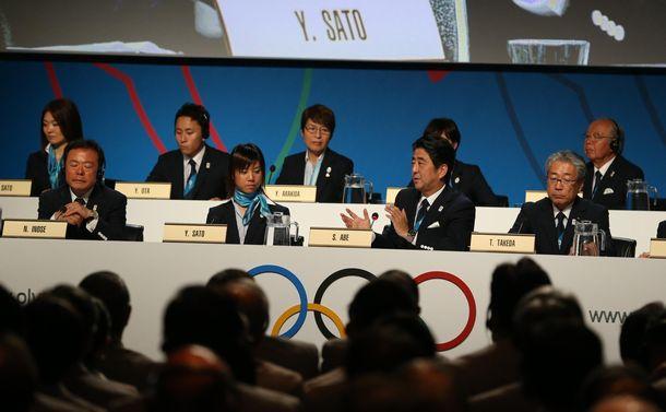 写真・図版 : 国際オリンピック委員会総会で、福島第一原発についての質問に答える安倍晋三首相=2013年9月7日、アルゼンチン・ブエノスアイレス