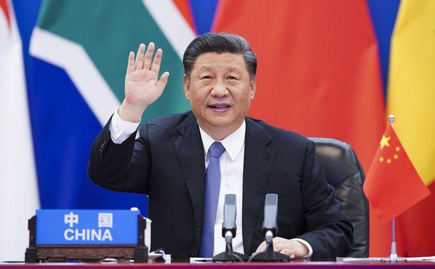 写真・図版 : 北京でアフリカ諸国の首脳とのオンライン会議に参加した習近平国家主席=2020年6月17日、新華社