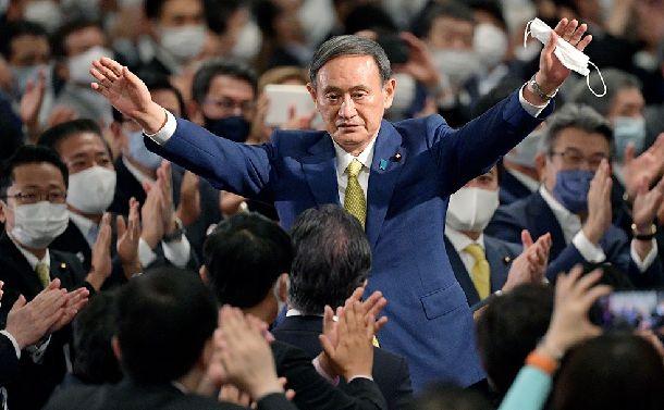 写真・図版 : 自民党の新総裁に決まった菅義偉官房長官。安倍首相の後継首相になる=2020年9月14日午後3時21分、東京都港区