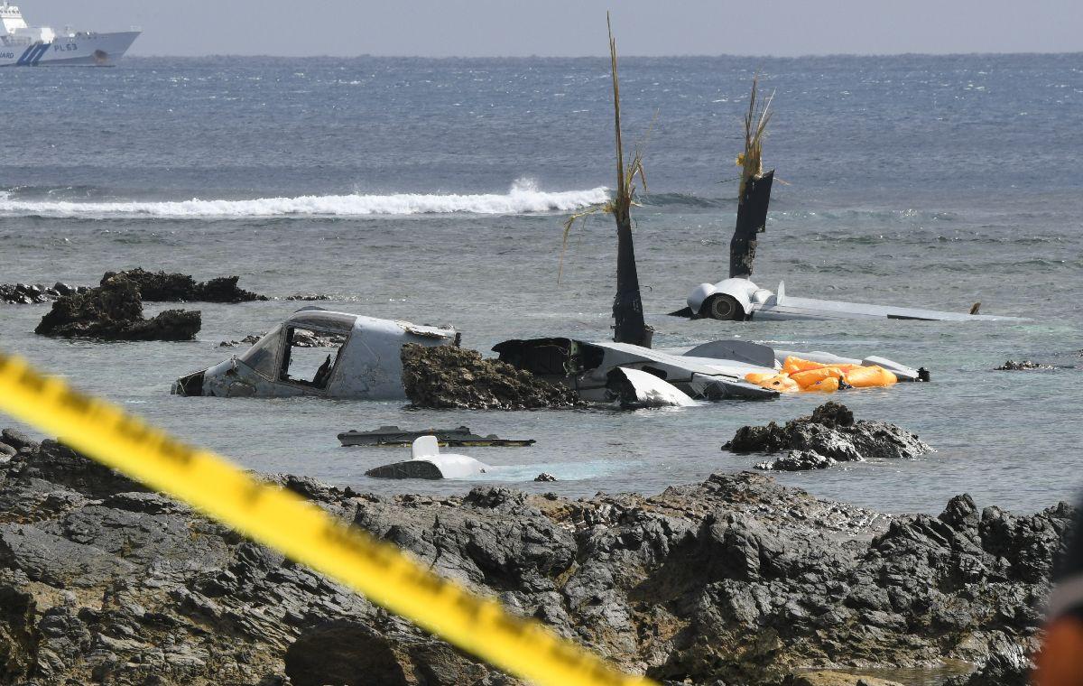 写真・図版 : 大破したオスプレイ=2016年12月14日、沖縄県名護市安部