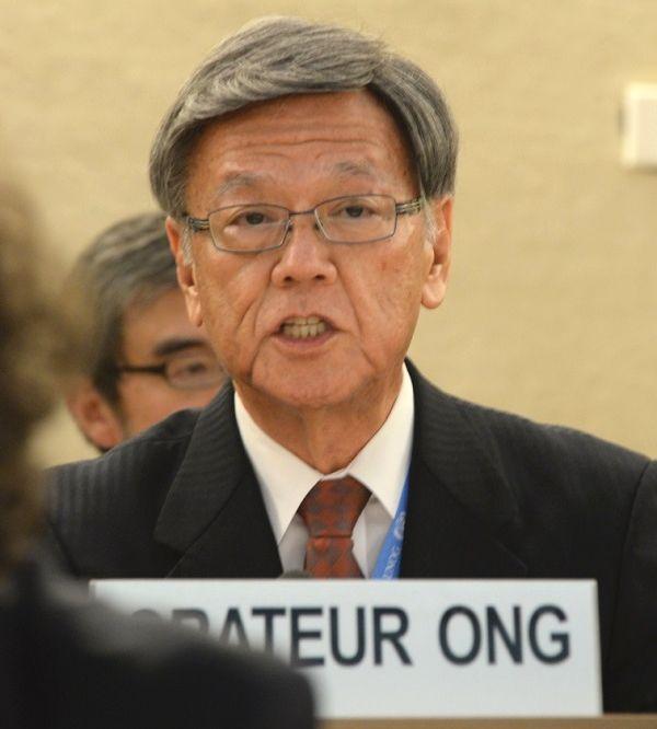 写真・図版 : 国連人権理事会で発言する沖縄県の翁長雄志知事=2015年9月22(日本時間)、スイス・ジュネーブの国連欧州本部