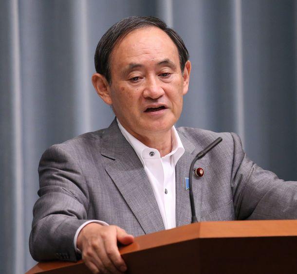 写真・図版 : 記者会見する菅義偉官房長官=2015年9月24日、首相官邸
