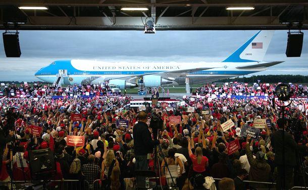 トランプ大集会、緊迫ルポ/コロナ禍でもマスク着用を無視、支持者密集で大歓声