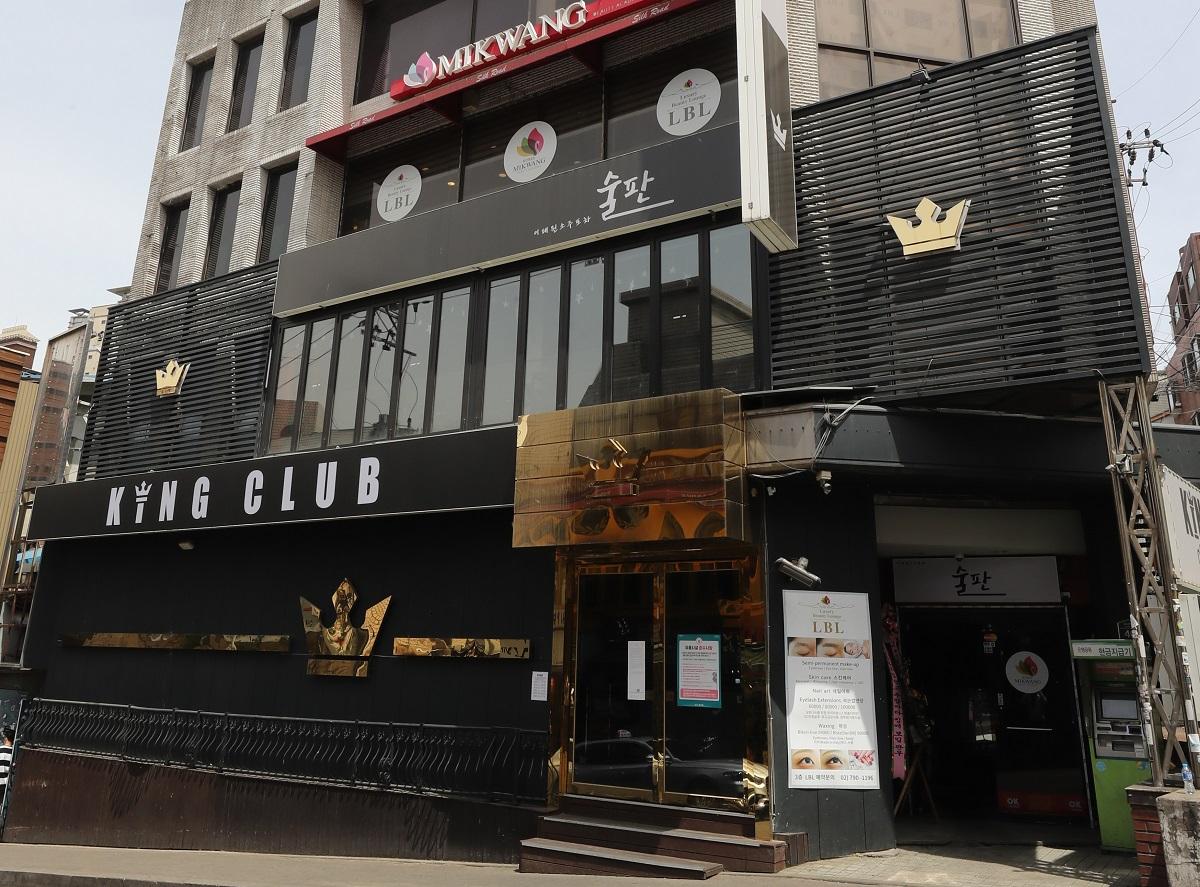 ソウルの繁華街・梨泰院にあるクラブ。男性客に新型コロナウイルスへの感染が判明した=東亜日報提供