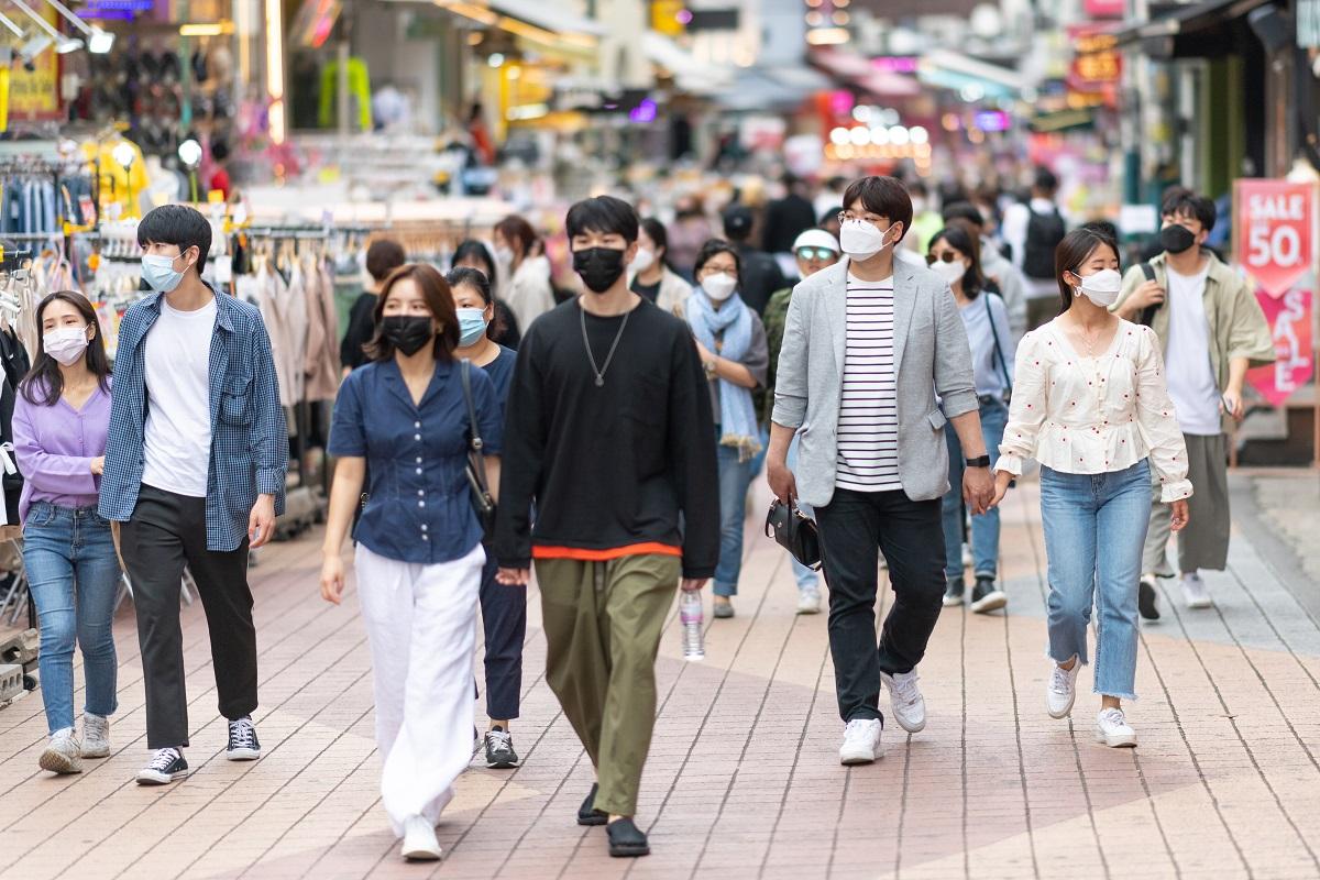 写真・図版 : ソウル市内で fotografkr/Shutterstock.com