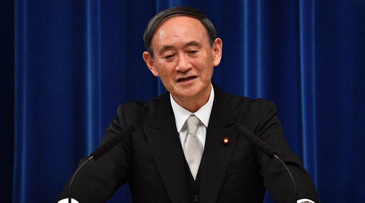 写真・図版 : 会見する菅義偉新首相=2020年9月16日午後9時26分、首相官邸