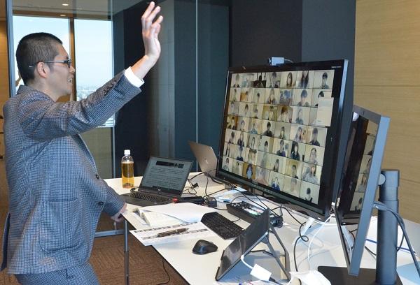 写真・図版 : 名古屋商科大でのオンライン授業の様子=2020年4月7日、名古屋市中区、佐藤剛志撮影