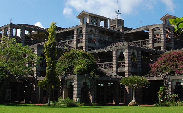 写真・図版 : 沖縄県名護市の市庁舎=市のホームページから
