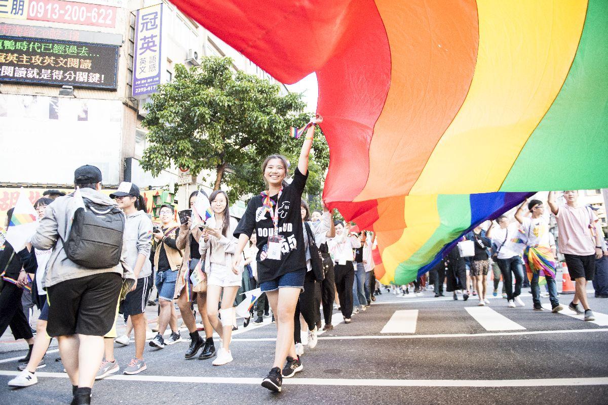 写真・図版 : 2018年10月、台北市内で開催されたレインボー・パレード(撮影:佐藤慧/Dialogue for People)
