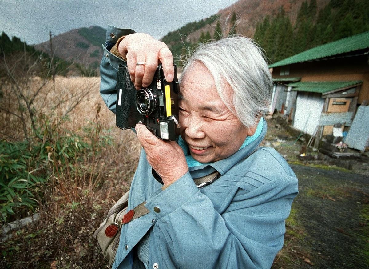 写真・図版 : 増山たづ子さん=2000年12月、岐阜県揖斐郡藤橋村(旧徳山村)門入で