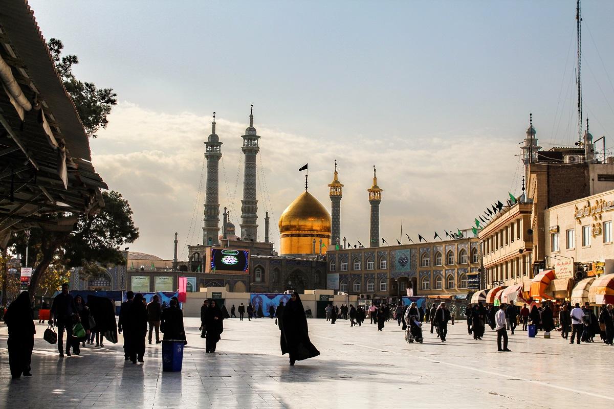 写真・図版 : イスラム教シーア派の聖地コム Irtiza Hashmi/Shutterstock.com