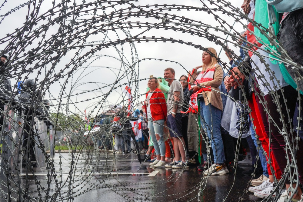 写真・図版 : ルカシェンコ大統領再選が発表された選挙結果に抗議するベラルーシの市民たち=2020年9月6日、ミンスク Shavel / Shutterstock.com