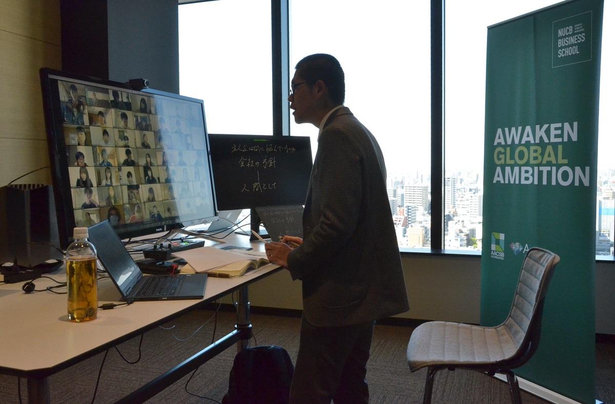 写真・図版 : 名古屋商科大でのオンライン授業の様子。4月66日から学部生向けのオンライン授業を始め、論述式の期末試験もオンラインで実施した=2020年4月7日、名古屋市中区(写真は本文と直接関係ありません)