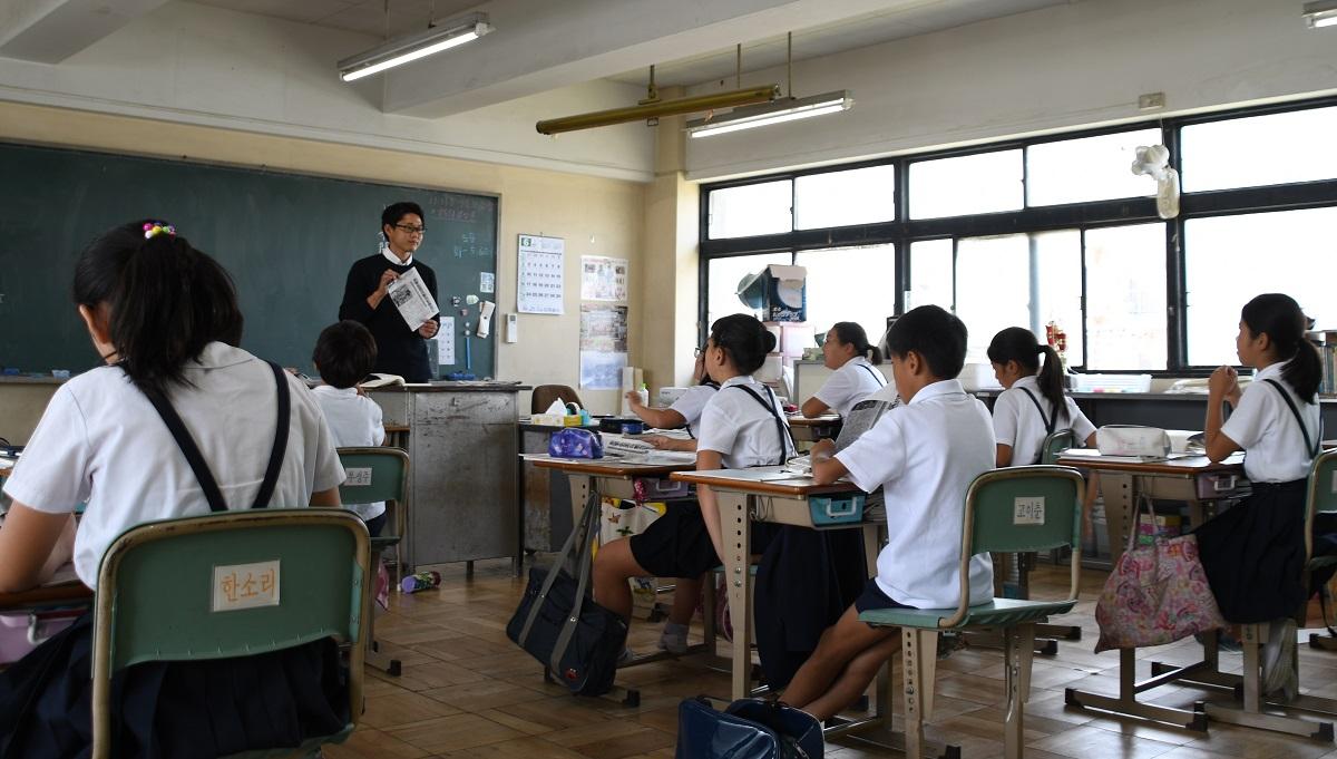 写真・図版 : 授業を受ける大阪朝鮮第四初級学校の生徒たち=2019年6月5日、大阪市生野区(写真は記事とは直接関係ありません)