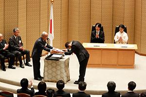 写真・図版 : 第16回日本学士院学術奨励賞授賞式=2020年2月18日、日本学士院HPより