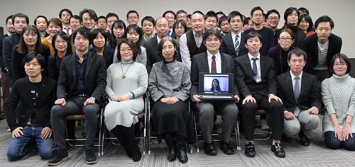 写真・図版 : 日本学術会議も若手アカデミーを作った。第1回若手アカデミー会議の記念写真=2018年12月28日、日本学術会議のHPより